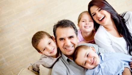 משפחה שמחה צילום: שאטרסטוק